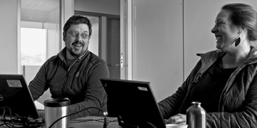 Kevin Hedges and Shannon MacPhee, CBMP Marine Fishes Expert Network members, drafting their chapter for SAMBR. Photo: Fernando Ugarte